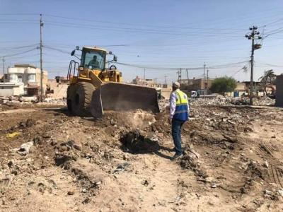 الاجودي يوجه لجنة المتابعة برفع الانقاض والنفايات في منطقة شقق الفاو بعد مناشدة الاهالي