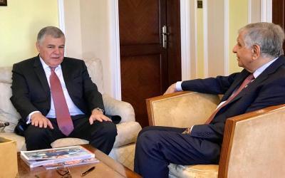 وزير النفط العراقي يلتقي نظيره الجزائري ويدعو الى فتح افاق جديدة للتعاون المثمر بين البلدين
