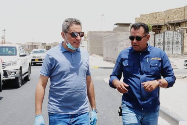 النائب الاول لمحافظ البصرة خلال متابعته اعمال المجاري والاكساء لشوارع حي الغدير : شركة النرجس وعدت بأكمال المشروع خلال شهرين