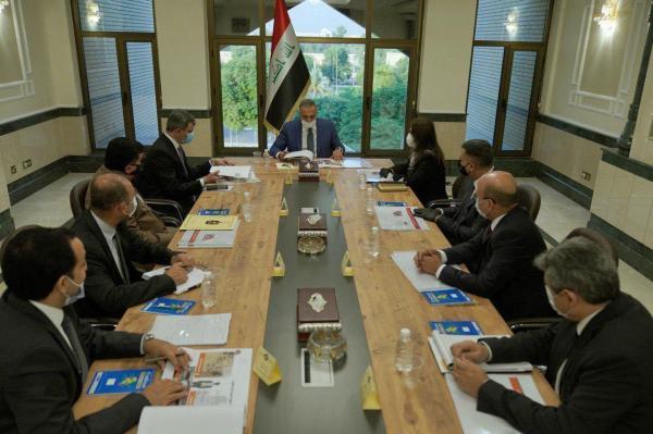 لتنفيذ المشاريع الخدميّة والعمرانيّة... محافظ البصرة يحضر اجتماعاً هاماً عقدهُ رئيس الوزراء