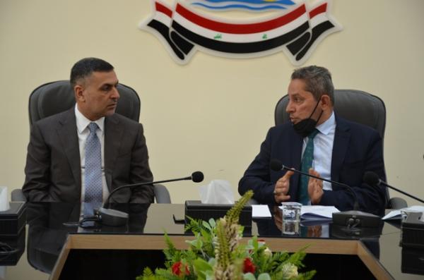 الحكومة المحلية في البصرة تبحث استئناف تنفيذ المشاريع المتلكئة للكهرباء
