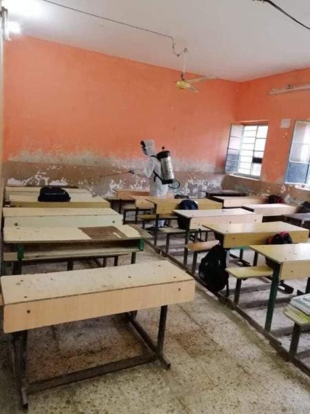 الفرق الصحية في البصرة تنفذ حملة لتعفير كافة المدارس في المدينة