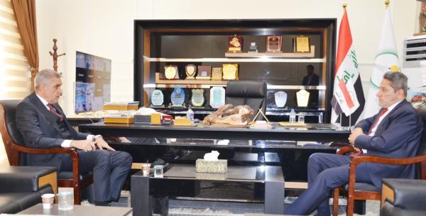 النائب الاول لمحافظ البصرة يبحث مع وكيل وزارة الاتصالات  تعزيز الجهود لتطوير البنية التحتية لقطاع الاتصالات بالمحافظة