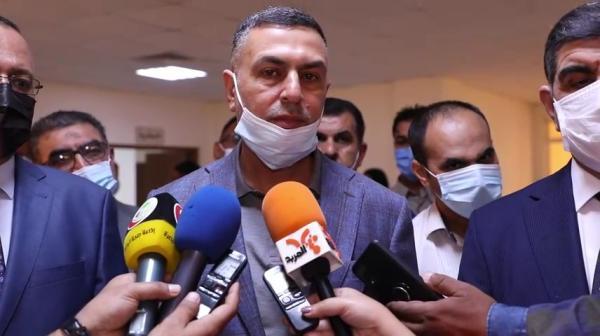 محافظ البصرة يتلقى اللقاح المضاد لكورونا ويؤكد إنها رسالة لكلِ المواطنين