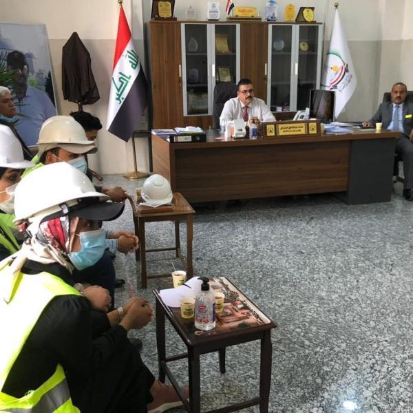 مدير مكتب المحافظ يلتقي مجموعة من متظاهري الهندسة