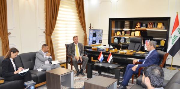 الحكومة المحلية في البصرة تبحث مع السفير الهولندي الاستثمار والزراعة والغاز