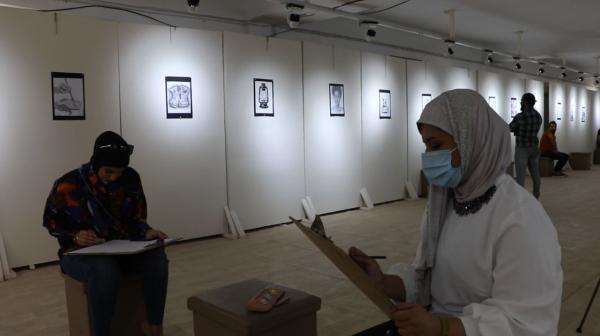 معرض فني تخطيطي لطالبات كلية الفنون الجميلة .