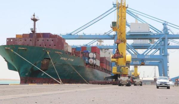 النقل : ميناء أم قصر الشمالي يستقبل عددا من السفن التجارية المتنوعة