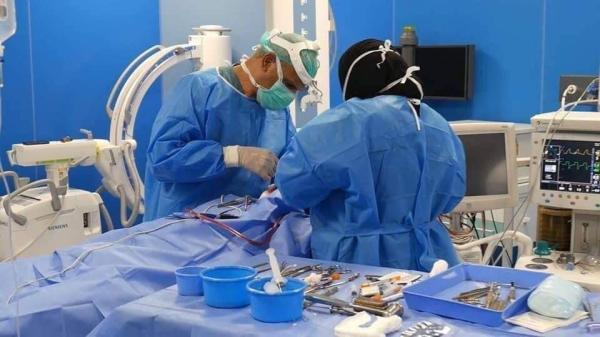فريق طبي في مستشفى البصرة التعليمي ينجح بإجراء عملية نوعية نادرة لمريض في متوسط العمر