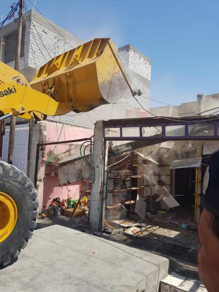 اعلنت لجنة رفع التجاوزات في ديوان محافظة البصرة عن ازالة عدد من الدور السكنية في منطقة حي الصحفيين وسط المحافظة.