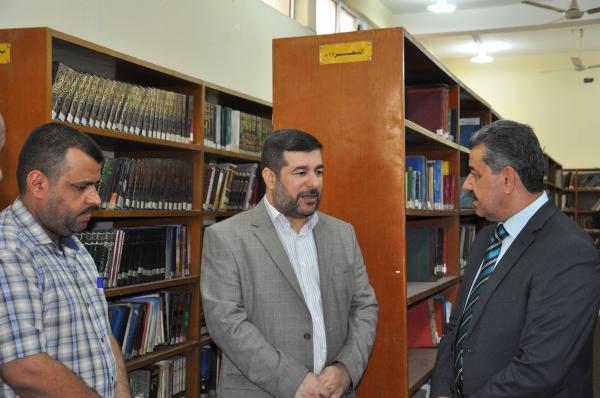 النائب الثاني الدكتور ضرغام الأجودي .. يفتتح جناح التنمية البشرية في المكتبة المركزية