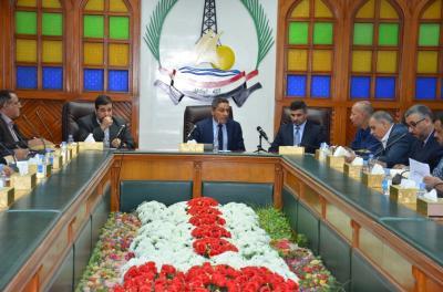 محافظ البصرة (وكالة) يعقد اجتماعا موسعا مع مسؤولي الاقسام بديوان المحافظة