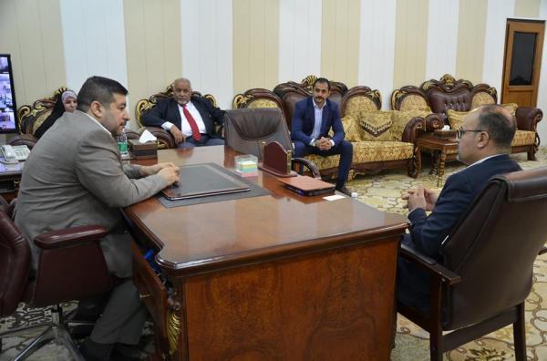 الاجودي : يبحث مع وفد شركة (جنرال إلكتريك) امكانية فتح فرع للشركة في محافظة البصرة