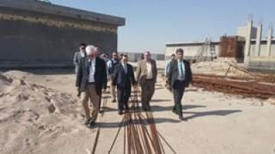 الحكومة المحلية في أم قصر تطلع ميدانيا على موقع محطة تحلية الغدير
