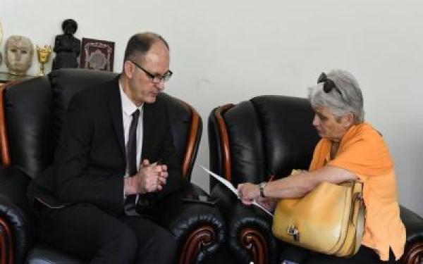 الحمداني يبحث مع الصحفية بيرغت سفينسون مشاريع ثقافية مشتركة مع معهد غوته الألماني