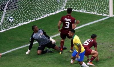 فنزويلا تحرج البرازيل في مباراة الأهداف الملغية