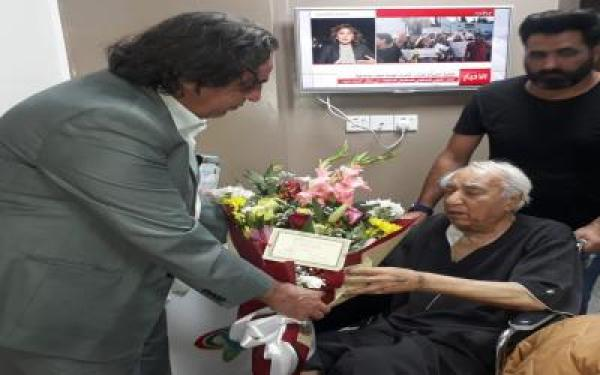 """الحمداني يوجه """"السينما والمسرح"""" بالاحتفاء بسلامة عميد المسرح العراقي"""