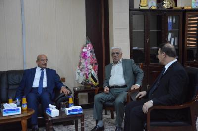 قائمقام قضاء القرنة يقدم التهاني والتبريكات لرئيس جامعة البصرة للنفط والغاز