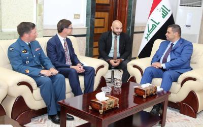 العراق يبحث مع كندا تقديم الدعم الى الكليات العسكرية